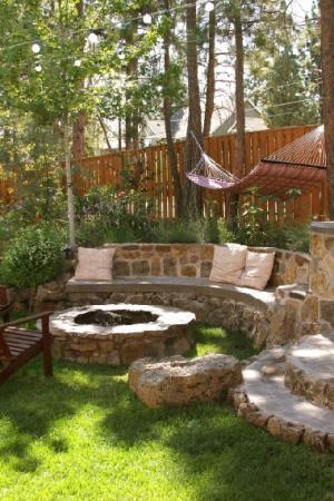 Bänk och eldstad av sten - Trädgårdsforumet